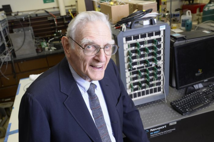 goodenough john lithium-ion batteries