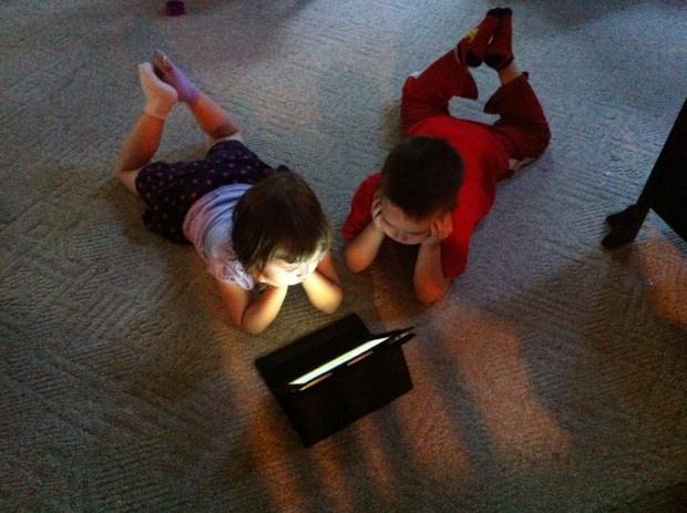 kidswatchingipad
