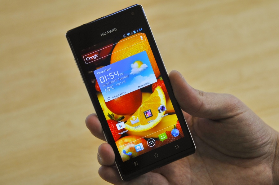 Huawei Ascend P1 Review: Huawei's Ascend P1 is light and