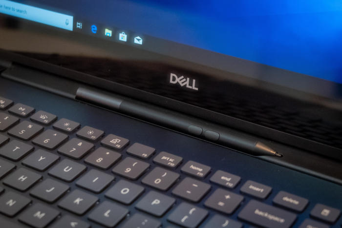 dell inspiron 7000 pen slot detail