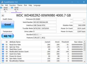 CrystalDiskInfo drive status detector