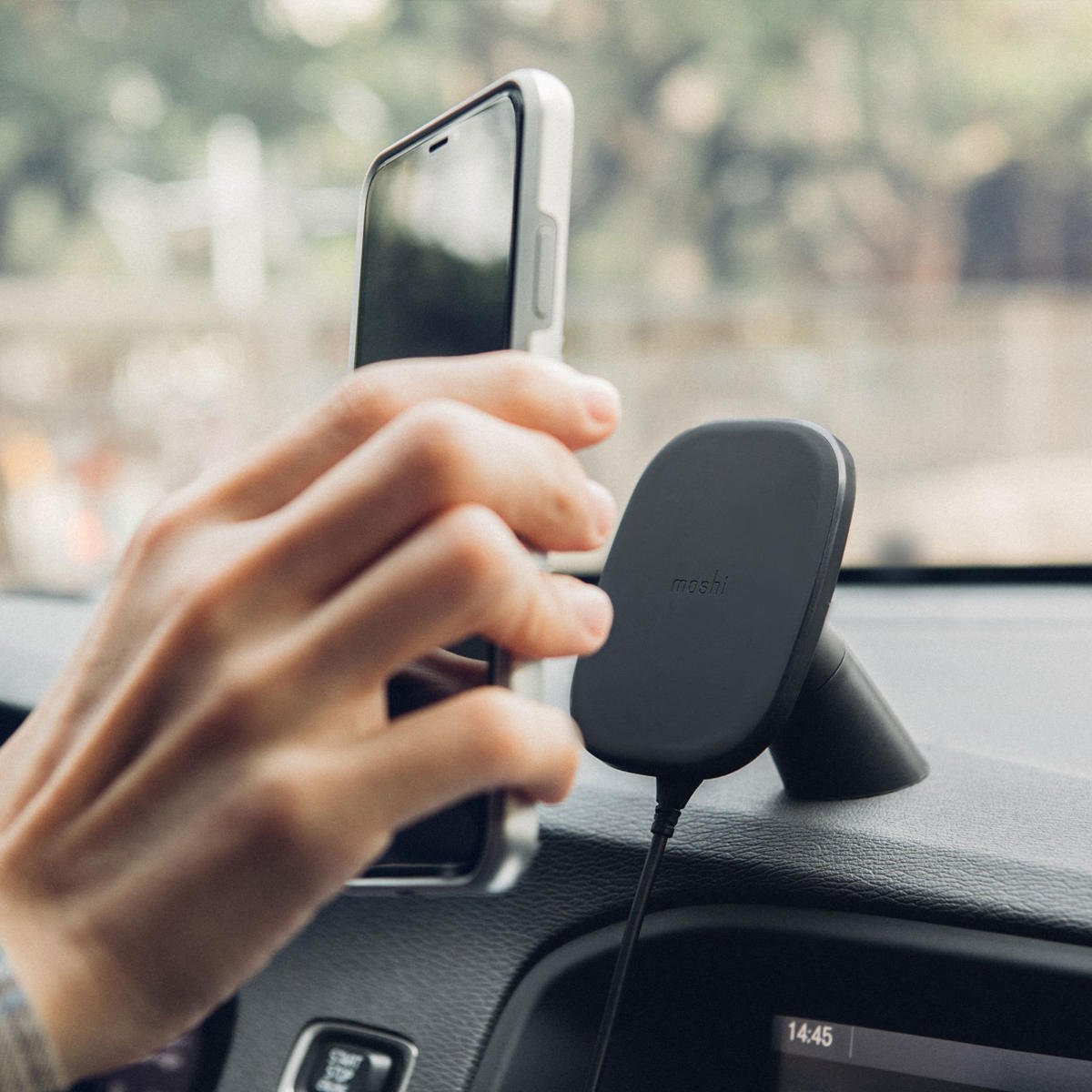 moshi snapto wireless charger car mount