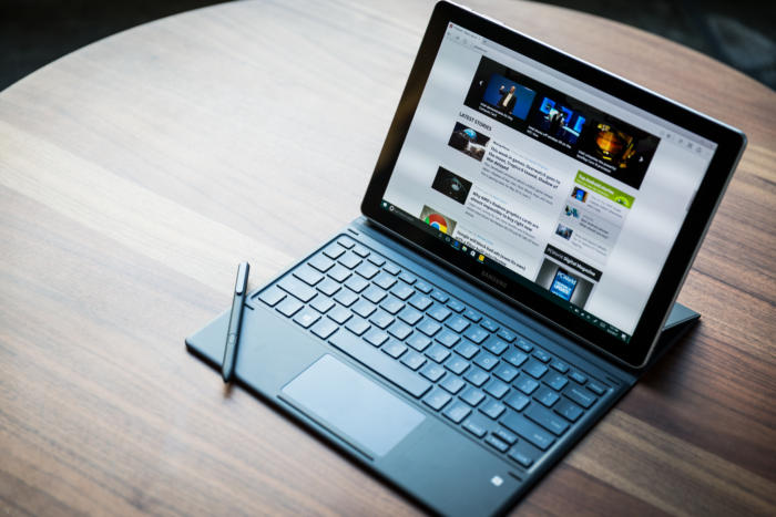Samsung Galaxy Book side