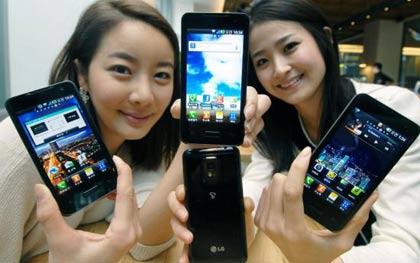 LG Optimus 2X vs Apple iPhone 4: Smartphone showdown