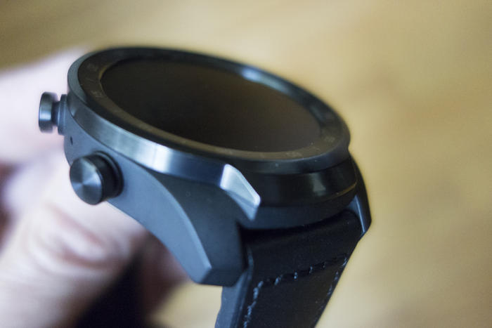 mobvoi ticwatch pro buttons