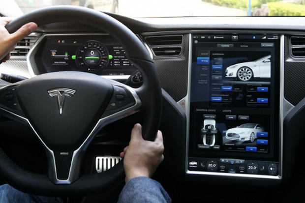 In-vehicle-infotainment tesla