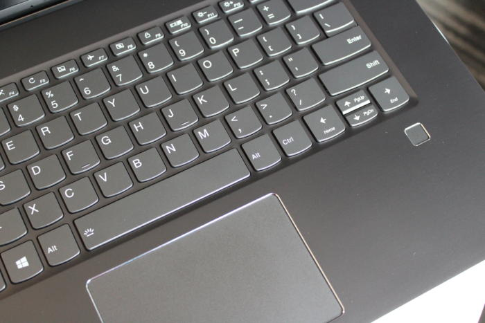 lenovo yoga 720 15 inch keyboard trackpad detail2