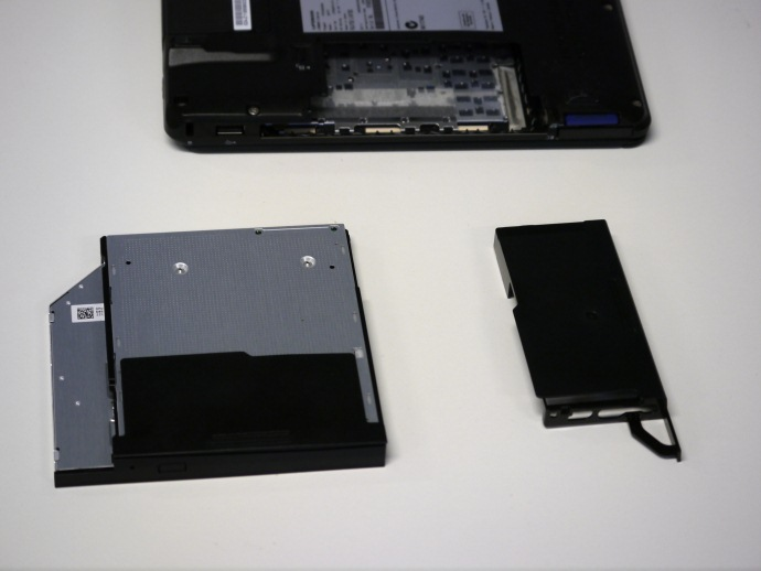 Fujitsu LifeBook SH771 laptop