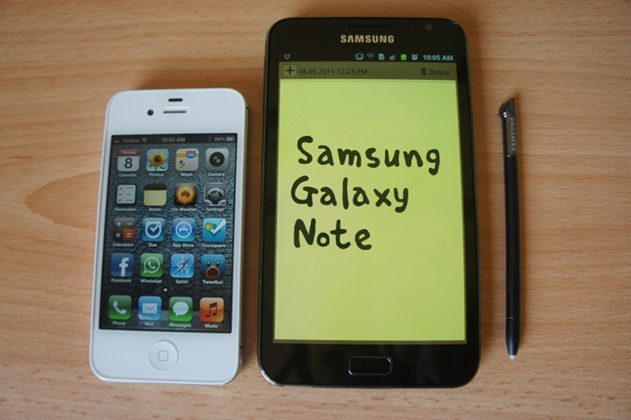 Make no mistake, the Samsung Galaxy Note is big. Here it is alongside